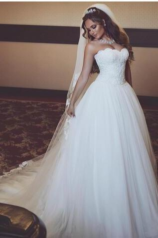 Gorgeous Lace Tulle Bridal Gowns Sweetheart Sleeveless Backless Long Sweep Train Wedding Dresses Custom Made